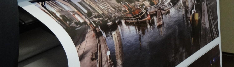 Poster printer in actie - A0 A1 posters printen en drukken Rotterdam - Hagero Repro Barendrecht